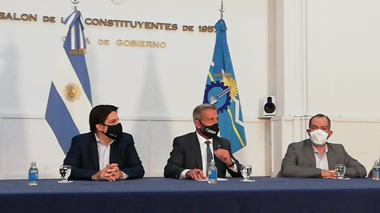 El Gobierno provincial firmó el acuerdo con los gremios y el lunes comienzan las clases en Chubut
