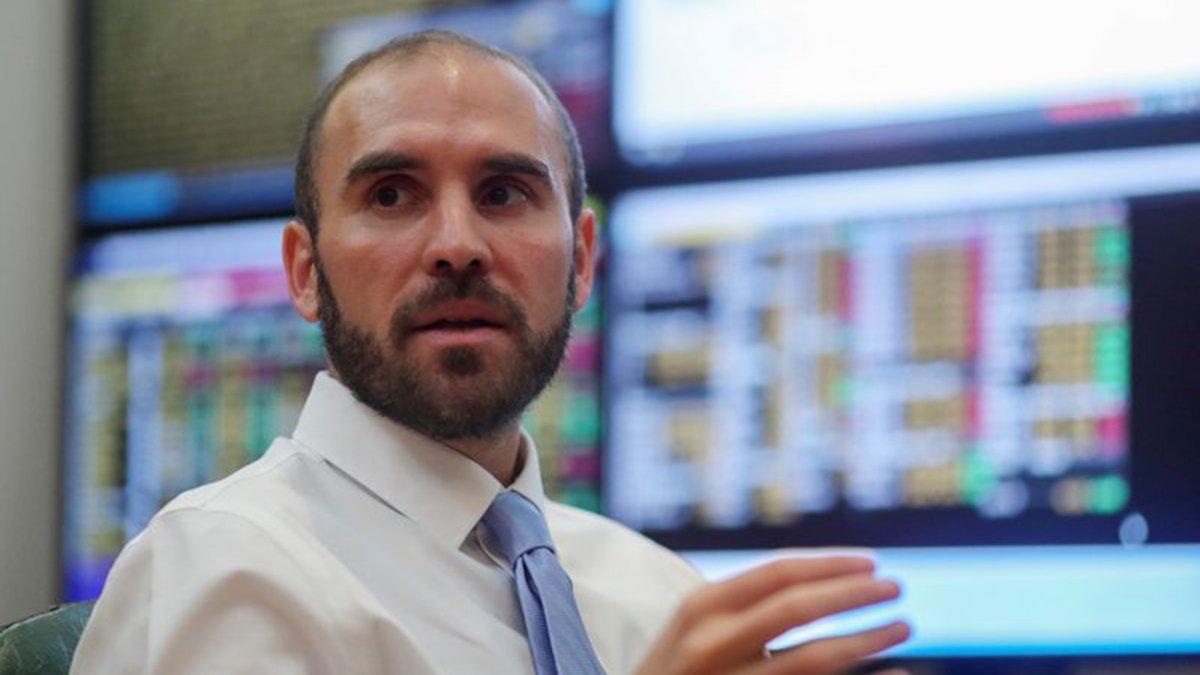 Guzmán sale a buscar $ 210.000 millones a través de Letras y Bonos con vencimientos a julio de 2021 y 2024