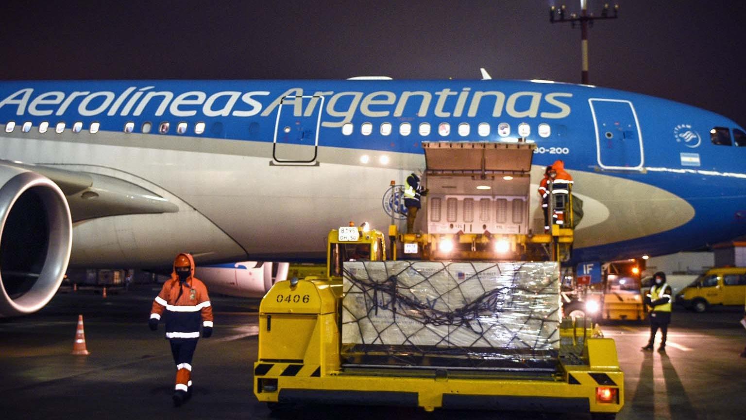 Dos nuevos vuelos de Aerolíneas Argentinas partieron anoche a Moscú para traer más vacunas Sputnik V