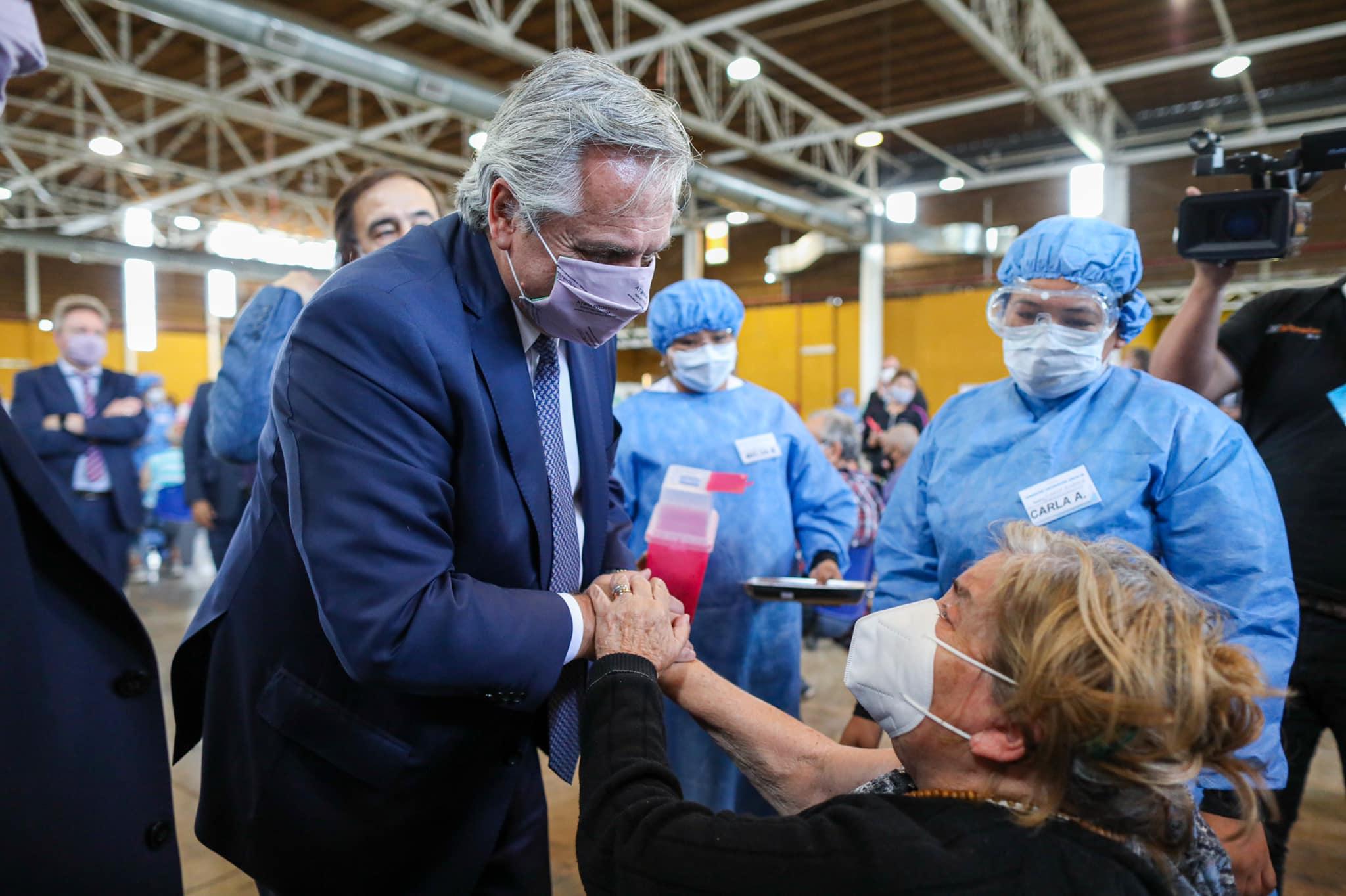 """Alberto Fernández intentó bajar el impacto de los reproches y dejó un mensaje al personal de salud: """"Cuentan con mi admiración diaria"""""""