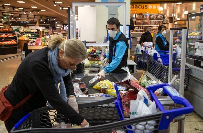Los mercantiles cerraron la paritaria anual con un aumento del 32% en 4 tramos y revisión en enero