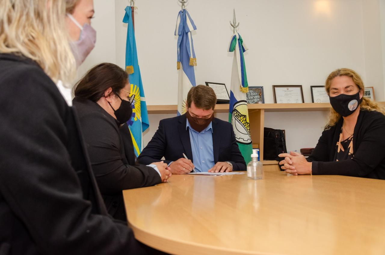 Biss firmó junto a Provincia un convenio de capacitación para intervenir en casos de violencia de género
