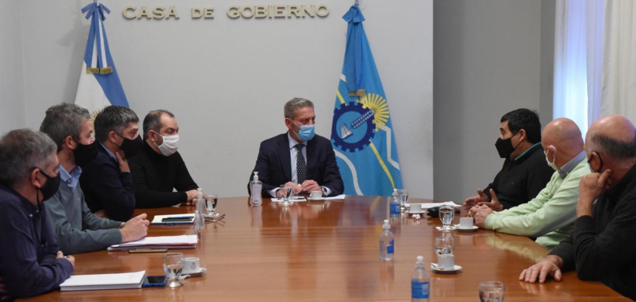 Arcioni se reunió con el directorio de la Compañía de Riego tras la normalización de la entidad