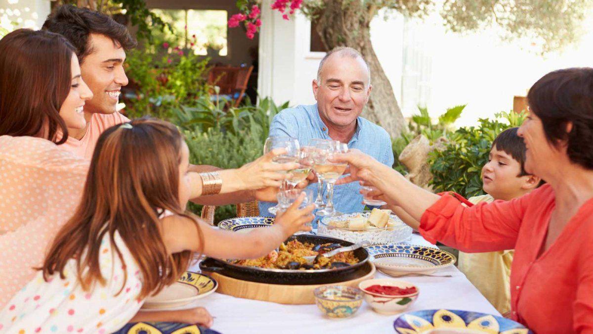 Se podrá festejar el Día del Padre en Chubut con un máximo de 10 personas y solo al mediodía