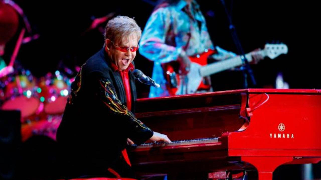 Un piano de Elton John se subastó a u$s 150.000 y la guitarra de Prince a u$s 281.000