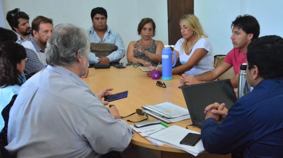 Gremios docentes exigen que Perata y Grazzini convoquen para la semana que viene a discutir la paritaria salarial