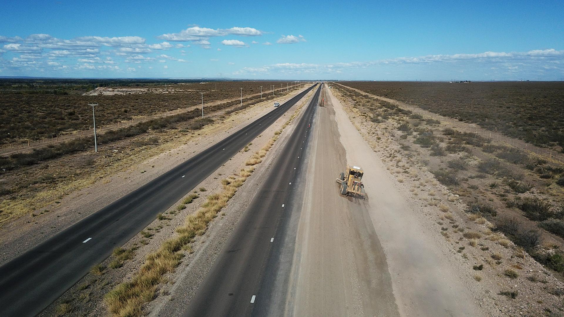 Firman contrato por $ 927 millones para la pavimentación de la ruta del petróleo en Neuquén que agilizará el tránsito en la zona de Vaca Muerta