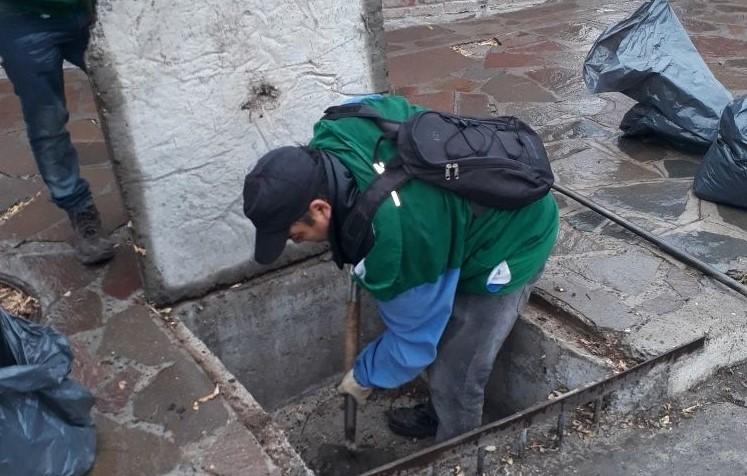 Por la lluvia que se extenderá hasta el lunes, el municipio de Trelew pide a los vecinos colaborar con la limpieza de sumideros y pluviales