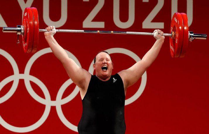 Laurel Hubbard se convierte en primera atleta olímpica transgénero