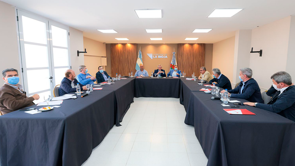 """Alberto Fernández con Arcioni y otros mandatarios en La Rioja: """"Mis candidatos son los candidatos de los gobernadores"""""""