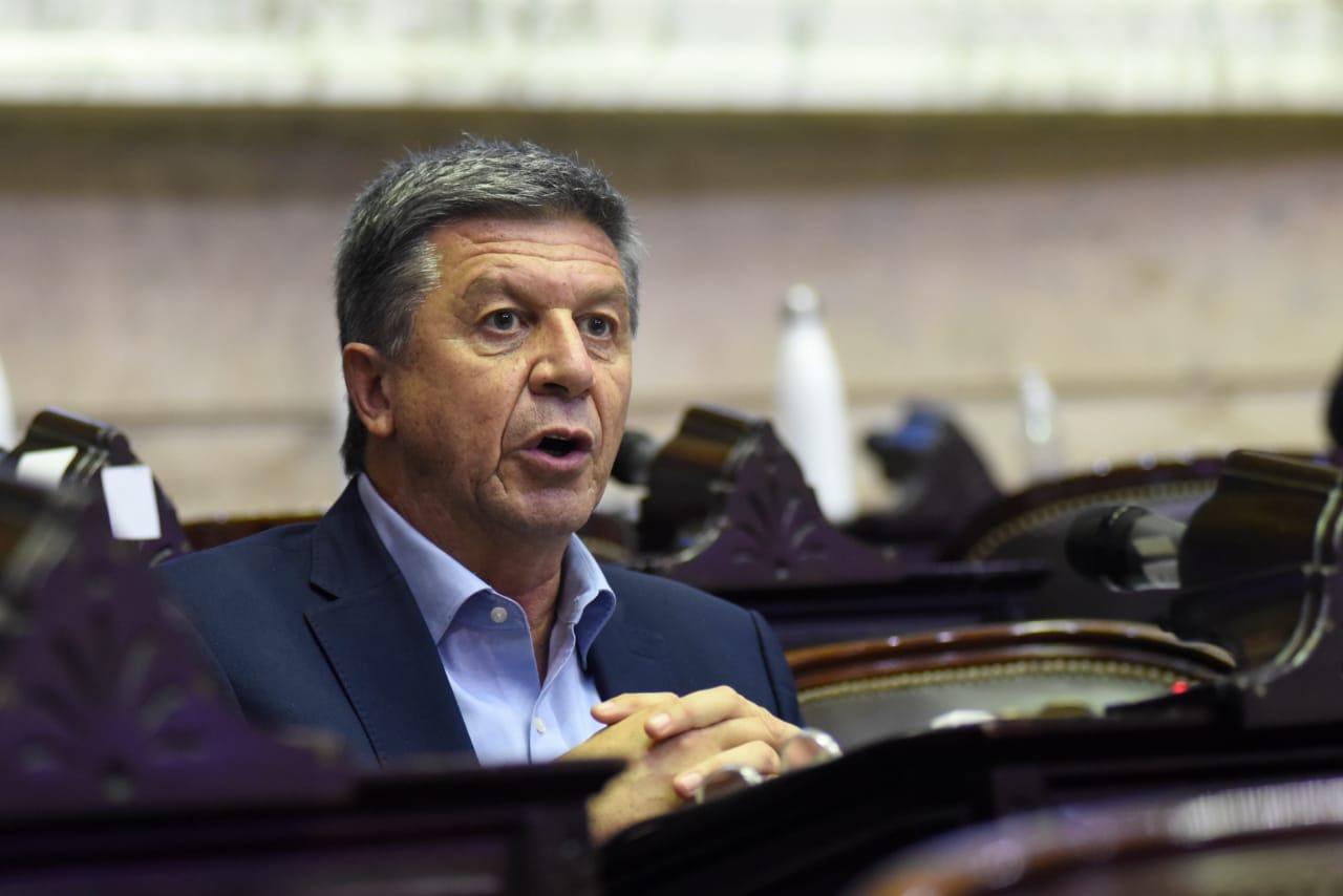 """Menna afirmó que el presupuesto 2022 """"es una falta de respeto"""" para Chubut porque contempla una inversión de $ 6.100 millones para obras"""