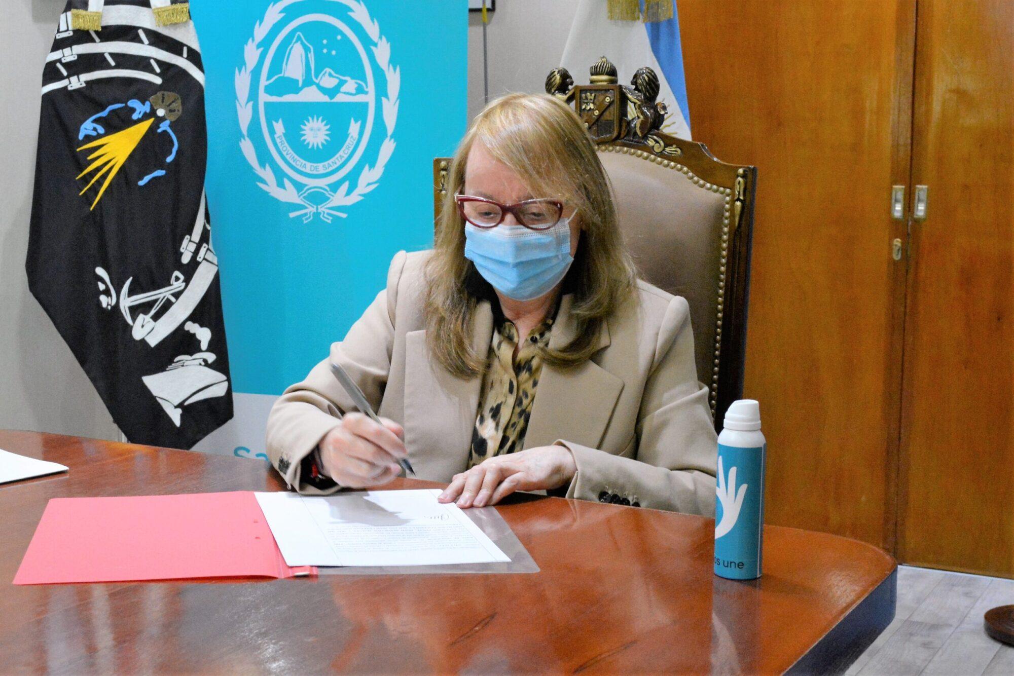 """Luego del """"cachetazo"""" electoral, Alicia Kirchner pidió la renuncia a su gabinete completo"""