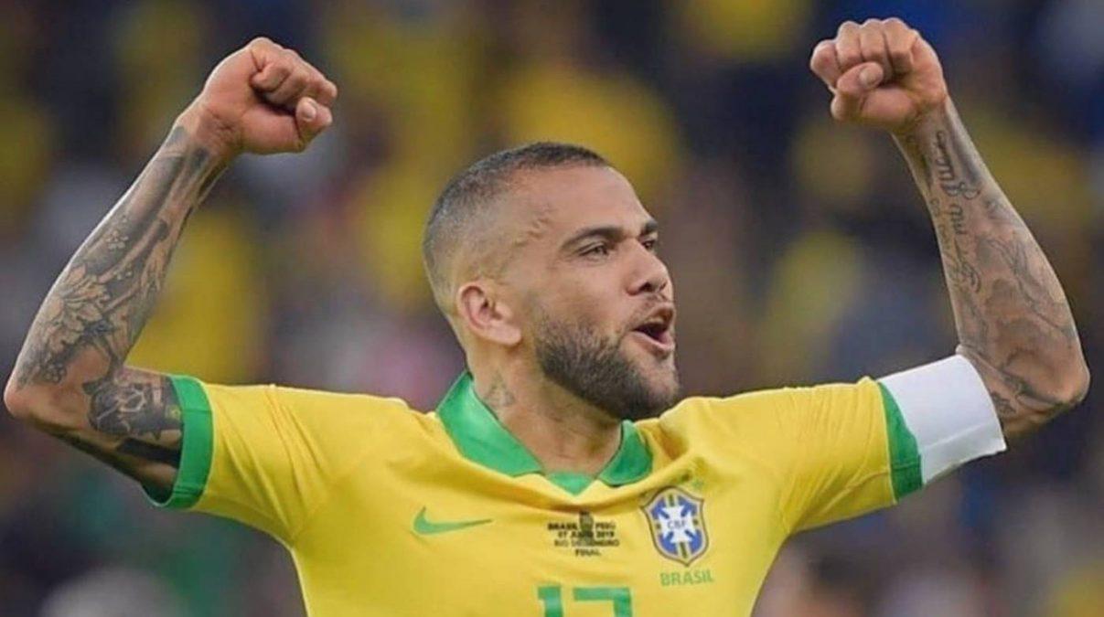 Dani Alves quedará libre hasta fin de año y en 2022 buscará club para jugar el Mundial