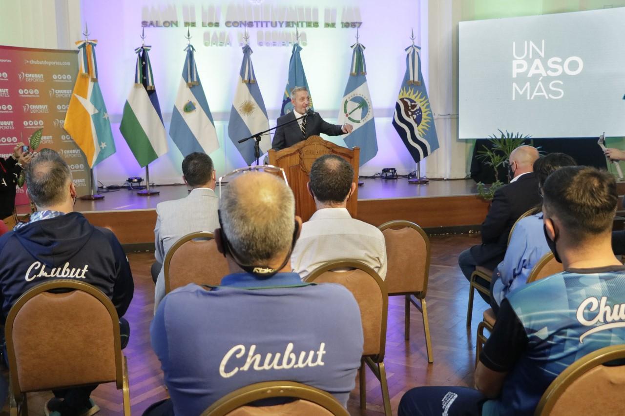 """Arcioni: """"Los clubes de Chubut tendrán 6 colectivos para que sus delegaciones puedan viajar y competir"""""""