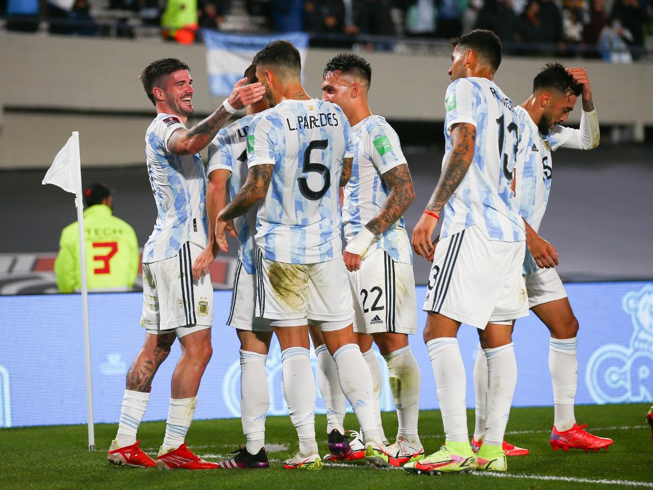"""""""Paseo en Buenos Aires"""": la prensa uruguaya reconoce la superioridad de Argentina"""